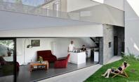 """Casa renovata si transformata intr-un paradis verde Fertile House sau """"Casa roditoare"""" se afla intr-o veche"""