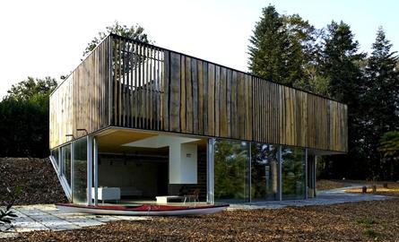 Casa de vacanta care se armonizeaza cu peisajul inconjurator