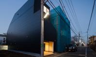 Casa neagra din Tokyo se ascunde de vecini Biroul de proiectare Level Architects a reusit sa