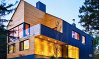 Anvelopanta de metal invaluie o casa din lemn de cedru Echipa MJ Architecture a finalizat lucrarile