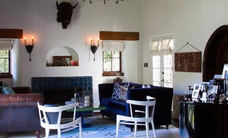 Casa din Hollywood Hills care aminteste de o locuinta coloniala spaniola