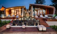 Casa de vacanta cu volume inspirate din miscarile valurilor Aceasta casa de pe plaja Iniala este