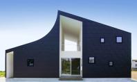 Sub un acoperis asimetric isi gasesc adapost doua familii Arhitectii japonezi nu inceteaza sa ne uimeasca