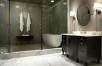Tendinte pentru camera de baie: cada si dusul la un loc