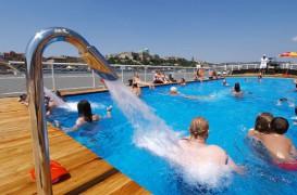Plaja urbana plutitoare pe Dunare