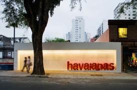 Isay Weinfeld finalizeaza lucrarile la magazinul de incaltaminte pentru marca Havaianas