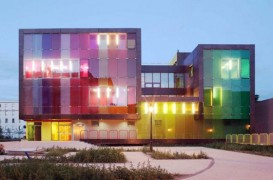 Centrul de sport si recreere din Saint-Cloud este colorat si ecologic