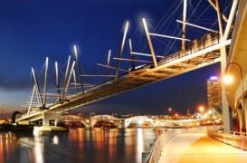 Cel mai mare pod pietonal iluminat cu energie solara