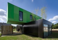 Container Crossbox with a Green Roof