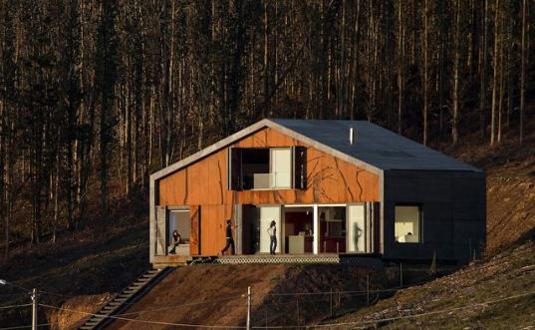 O frumoasa casa prefabricata construita in doar 3 zile