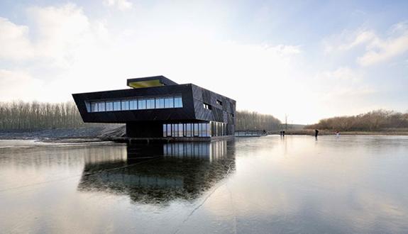 Centru de stiinte naturale construit pe malul lacului