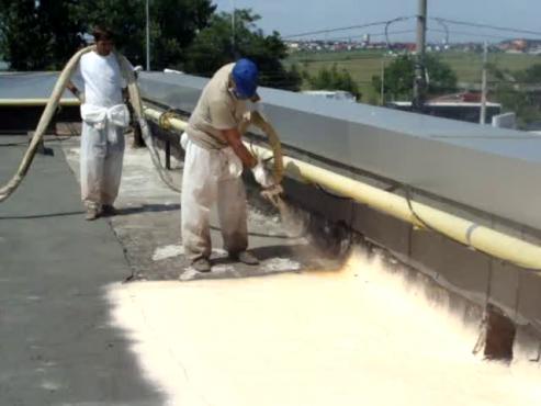 Aplicare spuma poliuretanica acoperis - exemplul 3 BASF